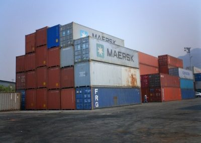 40 ft containers stack
